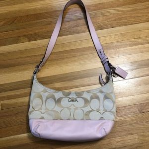 Cute Coach purse with soft pale pink leather 😍